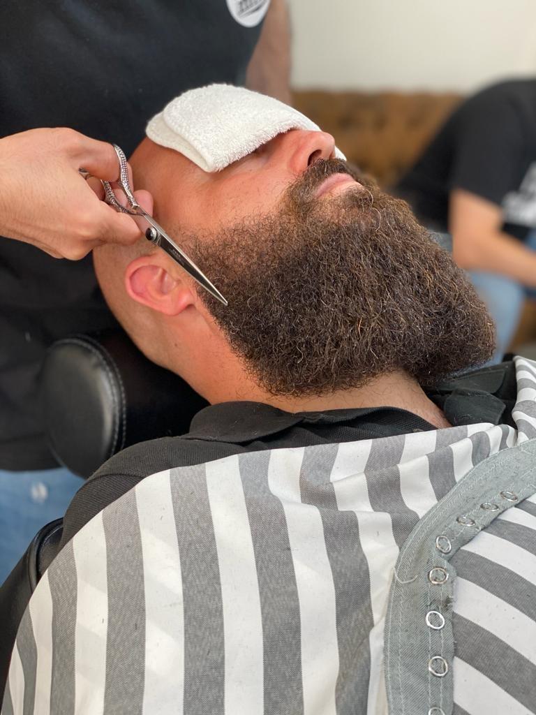 mirko-barba-lunga-santabarba-lecce-barber-club-barbiere-barber-shop-parrucchiere-uomo-barba-capelli-sfumata-sfumato-sfumatura-centro-uomo-bambini-corta-1620597066.jpg